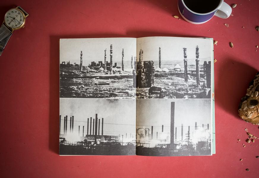Le guide n°13 de la collection « Petite Planète », consacré à l'Iran, par Vincent-Mansour Monteil, Chris Marker (dir.), 1957, photos Atlas-photo. p. 184-185. Tous droits réservés.